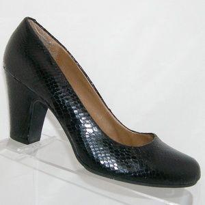 Sofft black man made textured snake print heel 10M